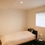 寝室は適度に籠る感じがあるので、落ち着きのある空間になりました。