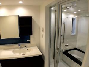 浴室もガラスで仕切ると非日常的なワクワク感があります。